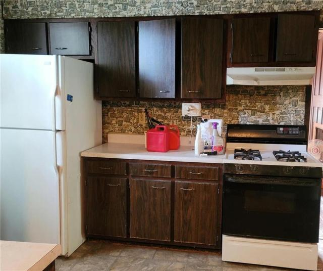 Kitchen featured at 1224 Washington Ave, Alton, IL 62002