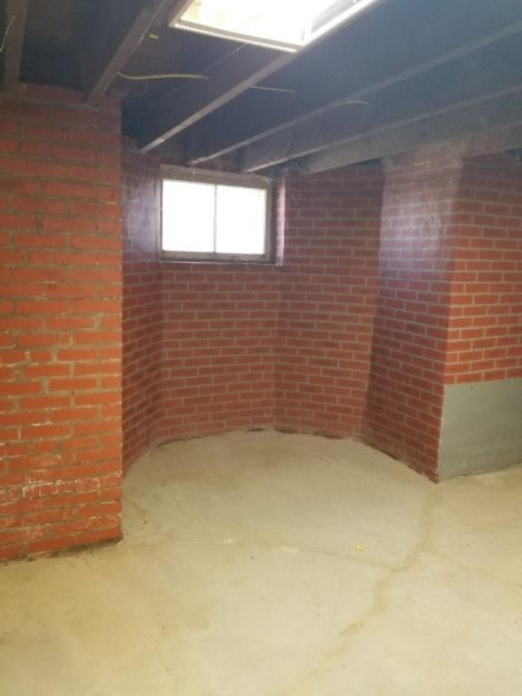 Garage featured at 444 E Randolph St, Howard, KS 67349