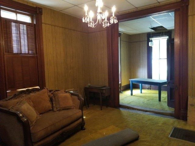 Living room featured at 444 E Randolph St, Howard, KS 67349