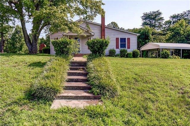 Yard featured at 193 Josephine Rd, Eden, NC 27288