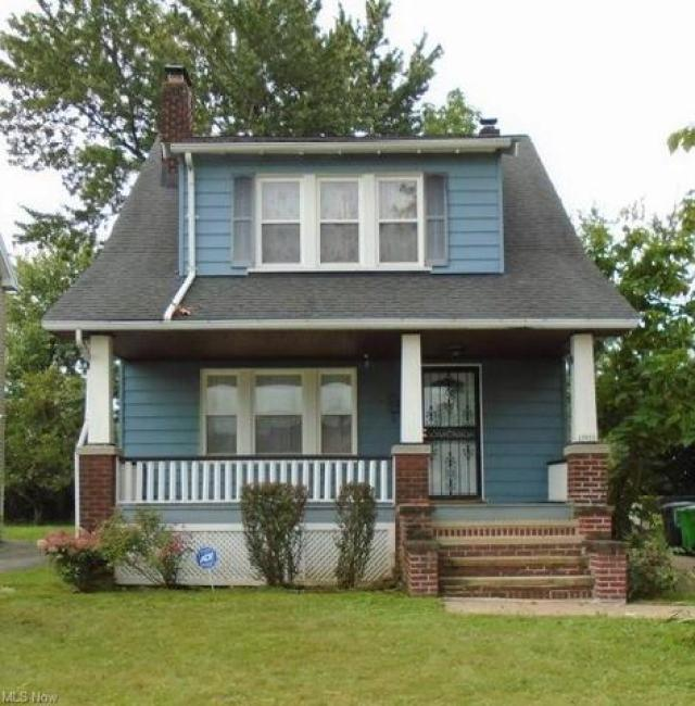 Porch yard featured at 13618 Maplerow Ave, Garfield Heights, OH 44105