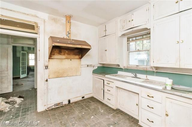 Kitchen featured at 805 Charles St, Mobile, AL 36604