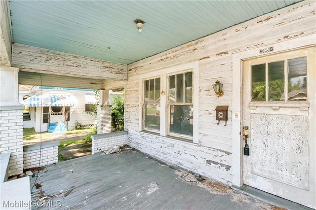 Porch featured at 805 Charles St, Mobile, AL 36604