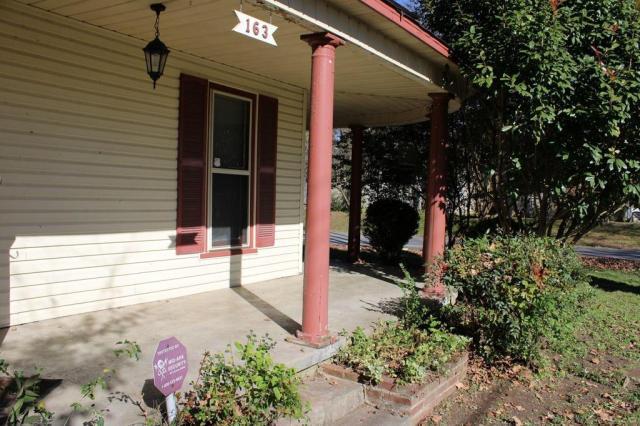Porch featured at 163 E Carter St, Batesville, AR 72501