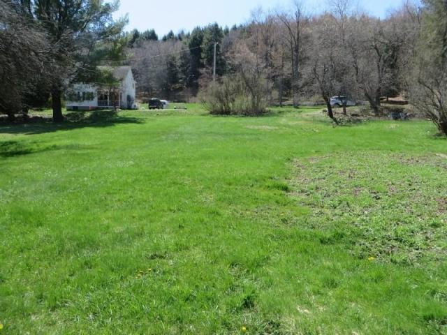 Yard featured at 147 Main St, Lopez, PA 18628
