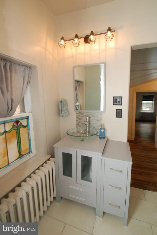 Laundry room featured at 165 N Hanover St, Pottstown, PA 19464