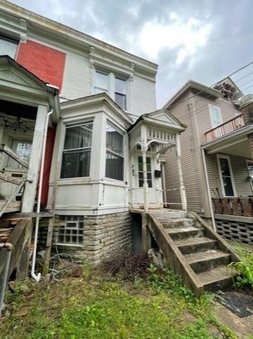 Porch featured at 762 Summit Ave, Cincinnati, OH 45204