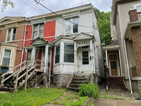 House view featured at 762 Summit Ave, Cincinnati, OH 45204