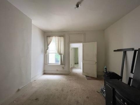 Living room featured at 762 Summit Ave, Cincinnati, OH 45204