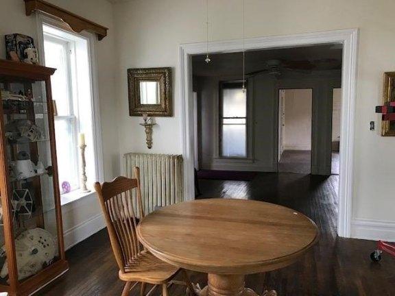 Dining room featured at 400 N Walnut St, Bay City, MI 48706