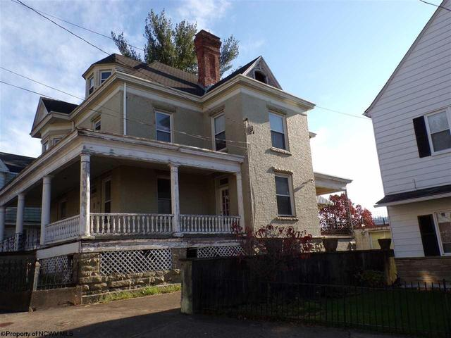 House view featured at 305 Clark St, Clarksburg, WV 26301