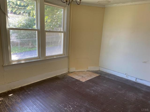 Bedroom featured at 623 Monroe St, Lynchburg, VA 24504