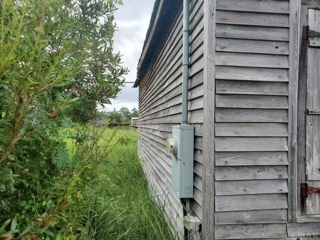 Yard featured at 54 White Plains Rd, Engelhard, NC 27824