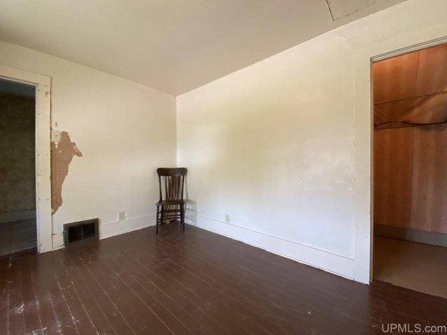 Living room featured at 25842 Cedar St, Calumet, MI 49913