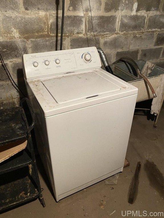 Laundry room featured at 25842 Cedar St, Calumet, MI 49913