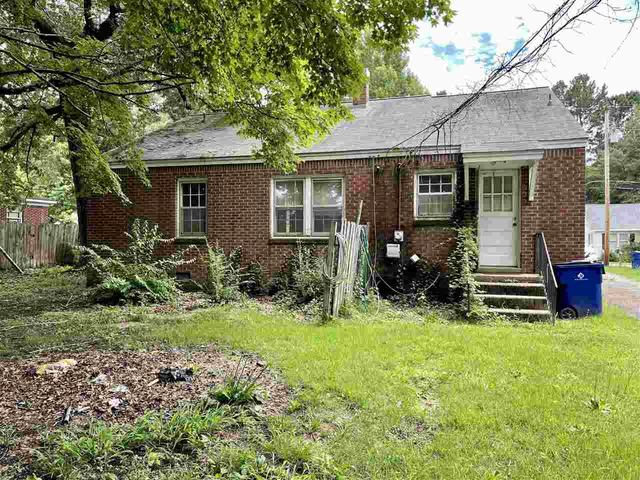 Yard featured at 65 Long St, Savannah, TN 38372