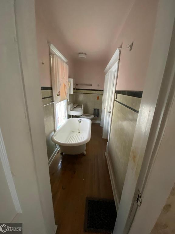 Bathroom featured at 502 Broad Ave, Stanton, IA 51573