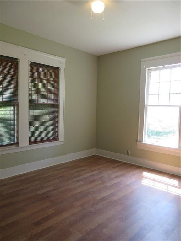 Bedroom featured at 925 Ward St, Marlin, TX 76661