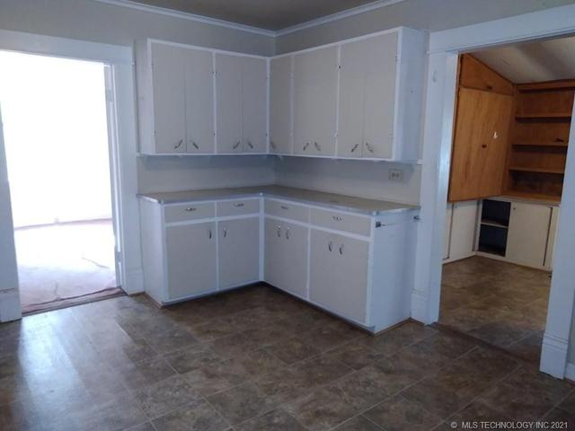 Kitchen featured at 409 E Seminole Ave, McAlester, OK 74501