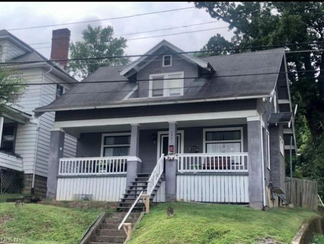Porch featured at 1331 Lynn St, Parkersburg, WV 26101