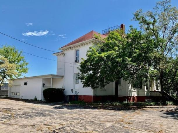 House view featured at 412 W 9th St, Coffeyville, KS 67337
