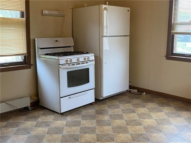 Laundry room featured at 403 W Pine St, Oregon, MO 64473