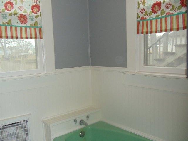 Bathroom featured at 69 5th St, Gates, TN 38037