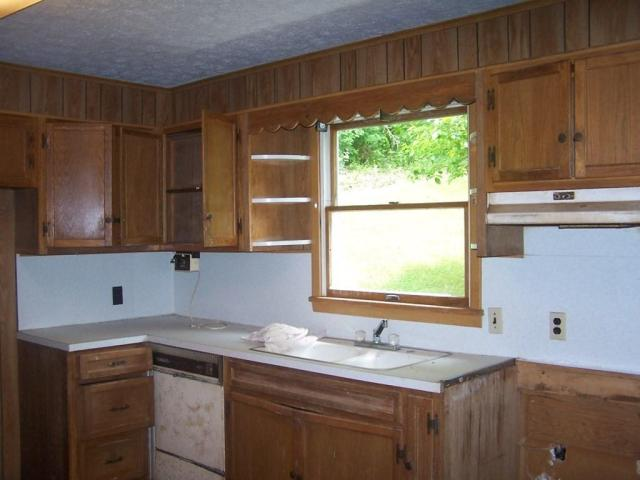 Kitchen featured at 80 Timberline Trl, Troutdale, VA 24378