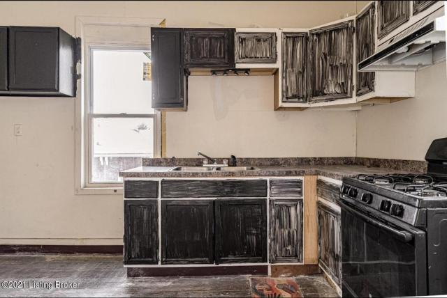 Kitchen featured at 3119 Portland Ave, Louisville, KY 40212