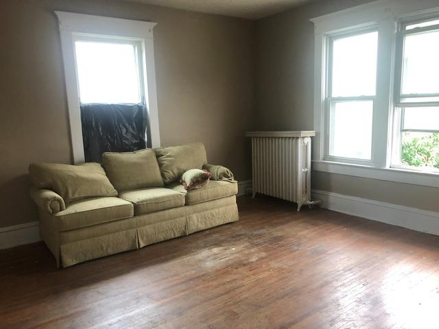 Living room featured at 635 College Ave, Bluefield, WV 24701