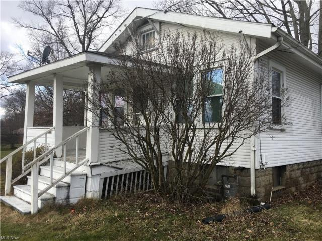 House view featured at 2279 Elm Rd NE, Warren, OH 44483