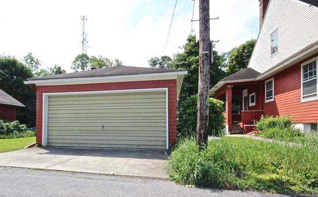 Garage featured at 415 Bucknell Ave, Johnstown, PA 15905