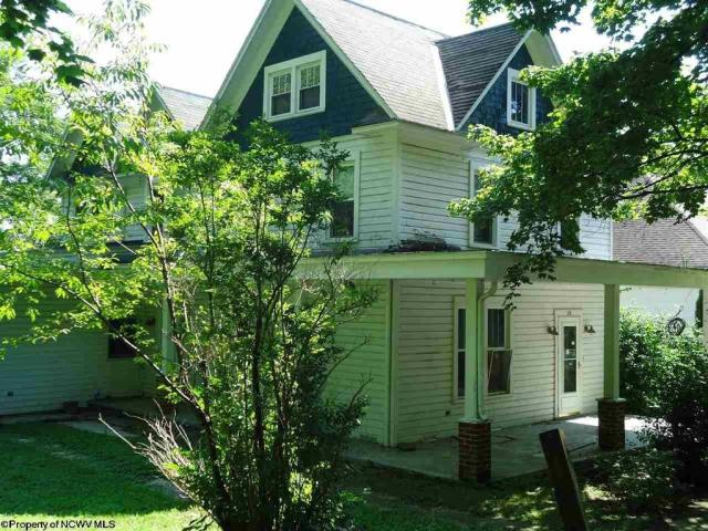 Yard featured at 23 Union St, Huttonsville, WV 26273
