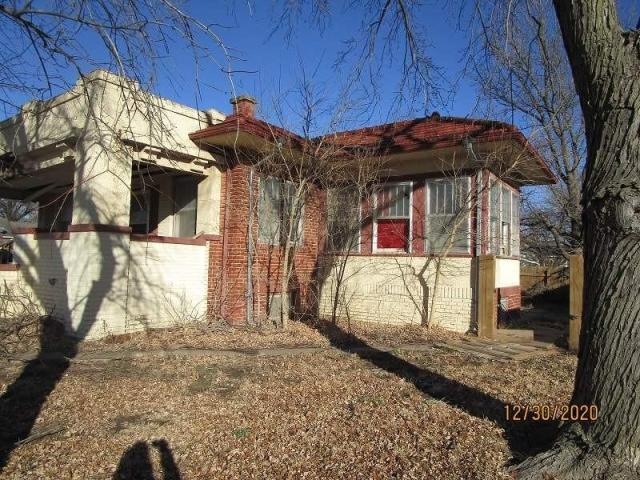 House view featured at 804 S Grand Ave, Lyons, KS 67554