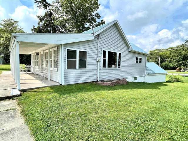 House view featured at 302 S East St, Hillsboro, IL 62049