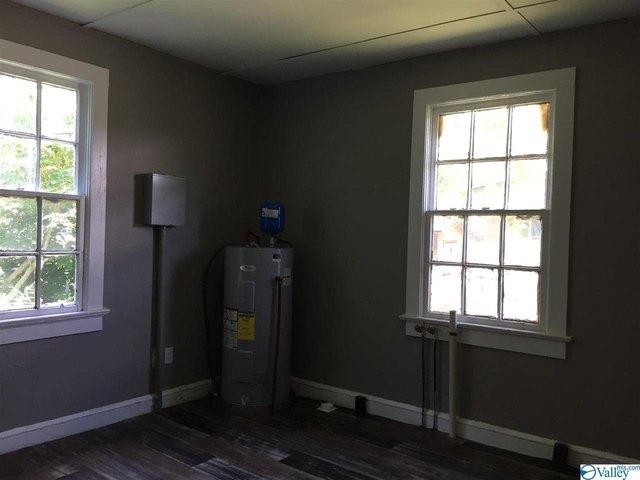 Bedroom featured at 1128 Grant Ave, Gadsden, AL 35903