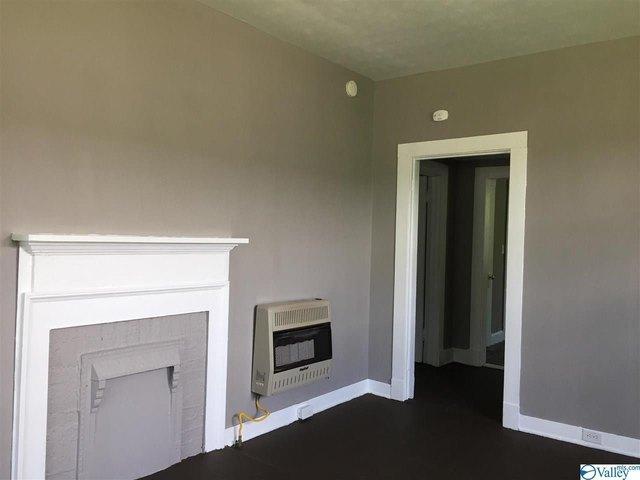 Living room featured at 1128 Grant Ave, Gadsden, AL 35903