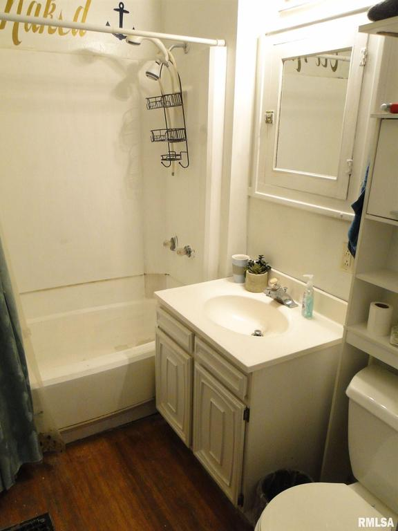 Bathroom featured at 113 Chandler Blvd, Macomb, IL 61455
