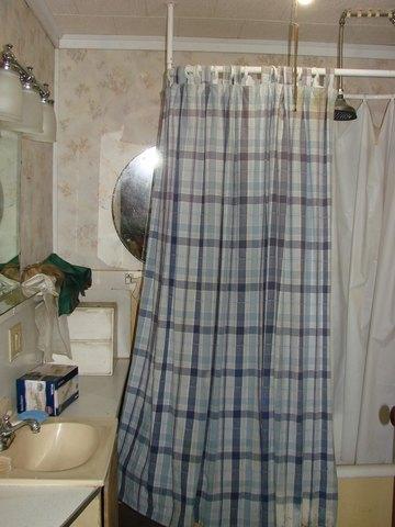 Bathroom featured at 107 N Porter St, Paris, TN 38242