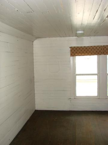 Laundry room featured at 107 N Porter St, Paris, TN 38242