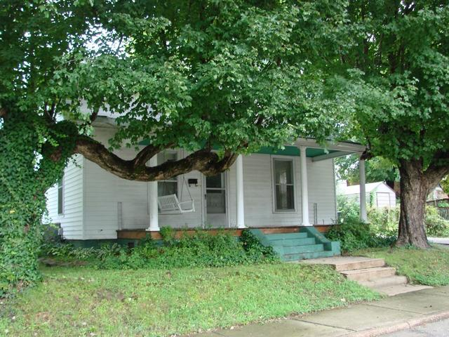 House view featured at 107 N Porter St, Paris, TN 38242