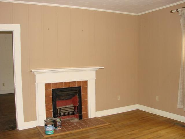 Living room featured at 107 N Porter St, Paris, TN 38242