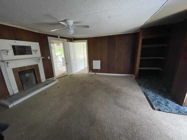 Living room featured at 400 S Church St, Union, SC 29379