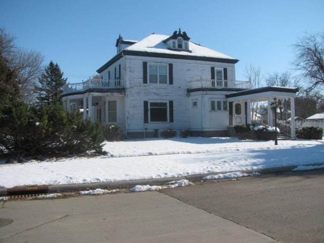 House view featured at 301 S 4th St, Milbank, SD 57252