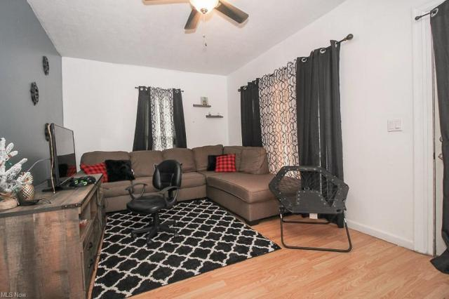 Living room featured at 321 W 8th St, Lorain, OH 44052