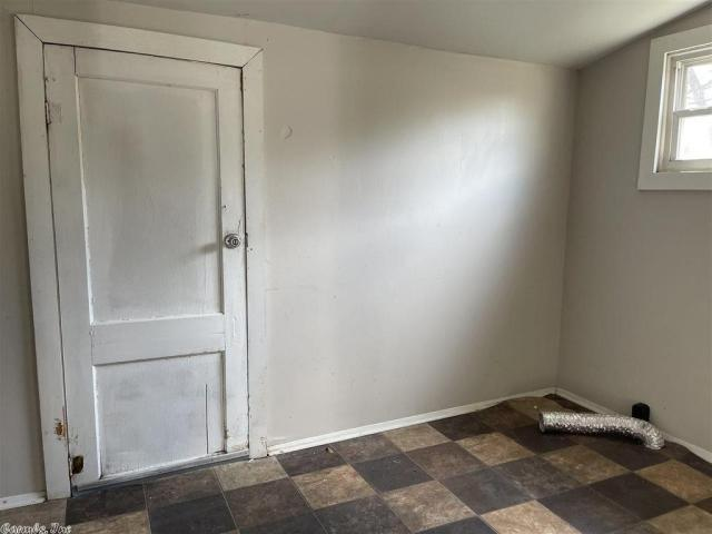 Bathroom featured at 917 McBee St, Malvern, AR 72104