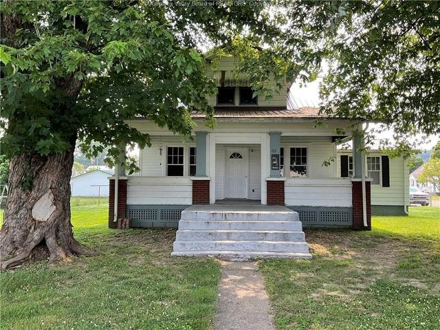 Porch yard featured at 111 Main St, New Haven, WV 25265