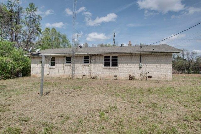 Yard featured at 6490 Old Lee Hwy, Cherokee, AL 35616