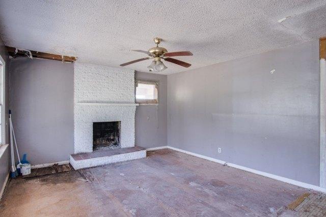 Living room featured at 6490 Old Lee Hwy, Cherokee, AL 35616