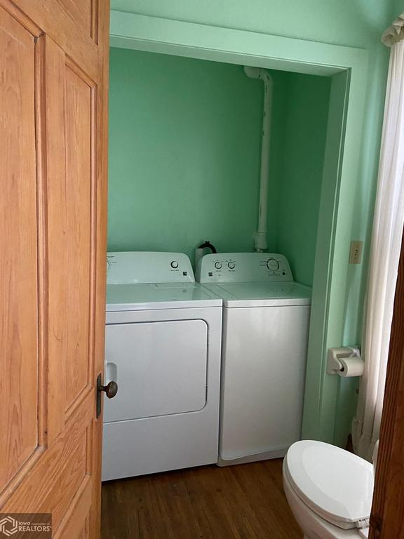 Laundry room featured at 407 E Maple St, Red Oak, IA 51566